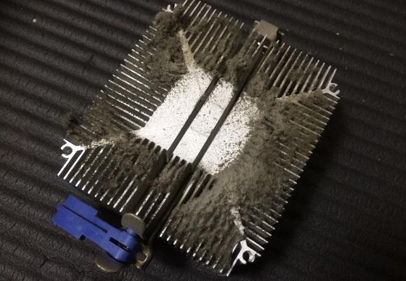 CPUファンを取り外した状態のヒートシンク