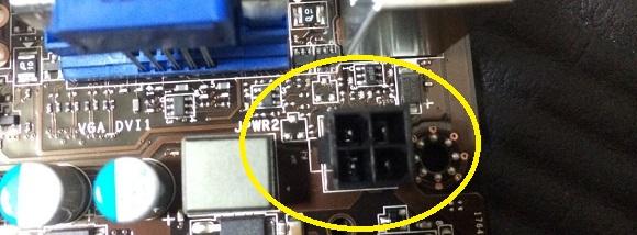 +12V電源4ピンのコネクタ