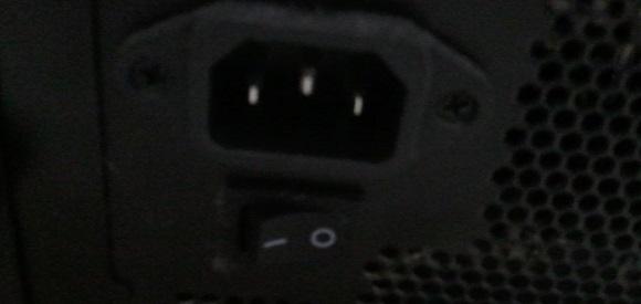 パソコンの主電源スイッチ